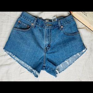 550 vintage Levi's denim shorts.